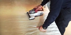 Dust mites treatment with UV vacuum cleaner