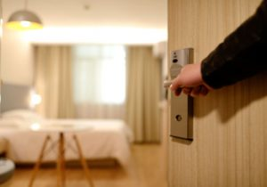 check your hotel room for bed bugs