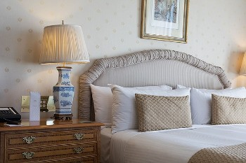 declutter to prevent bed bug infestation